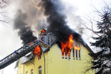 Beim Eintreffen der ersten Helfer brannte das Obergeschoss lichterloh! Foto: Stadtfeuerwehr Bad Münder/Marko Klose