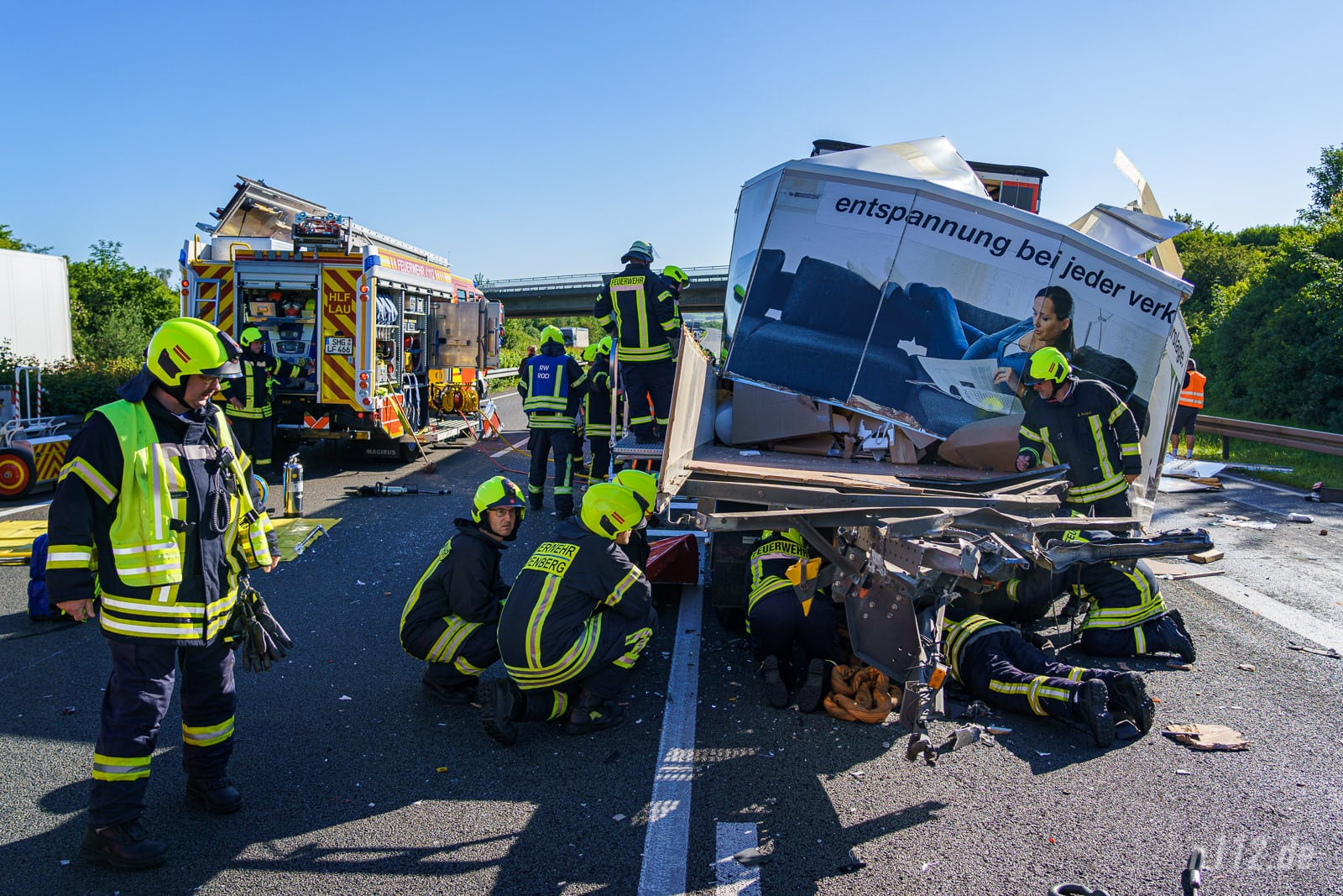 Die Helfer erwartete ein großes Trümmerfeld mit zerstörten Fahrzeugen. (Foto: n112.de/Stefan Simonsen)