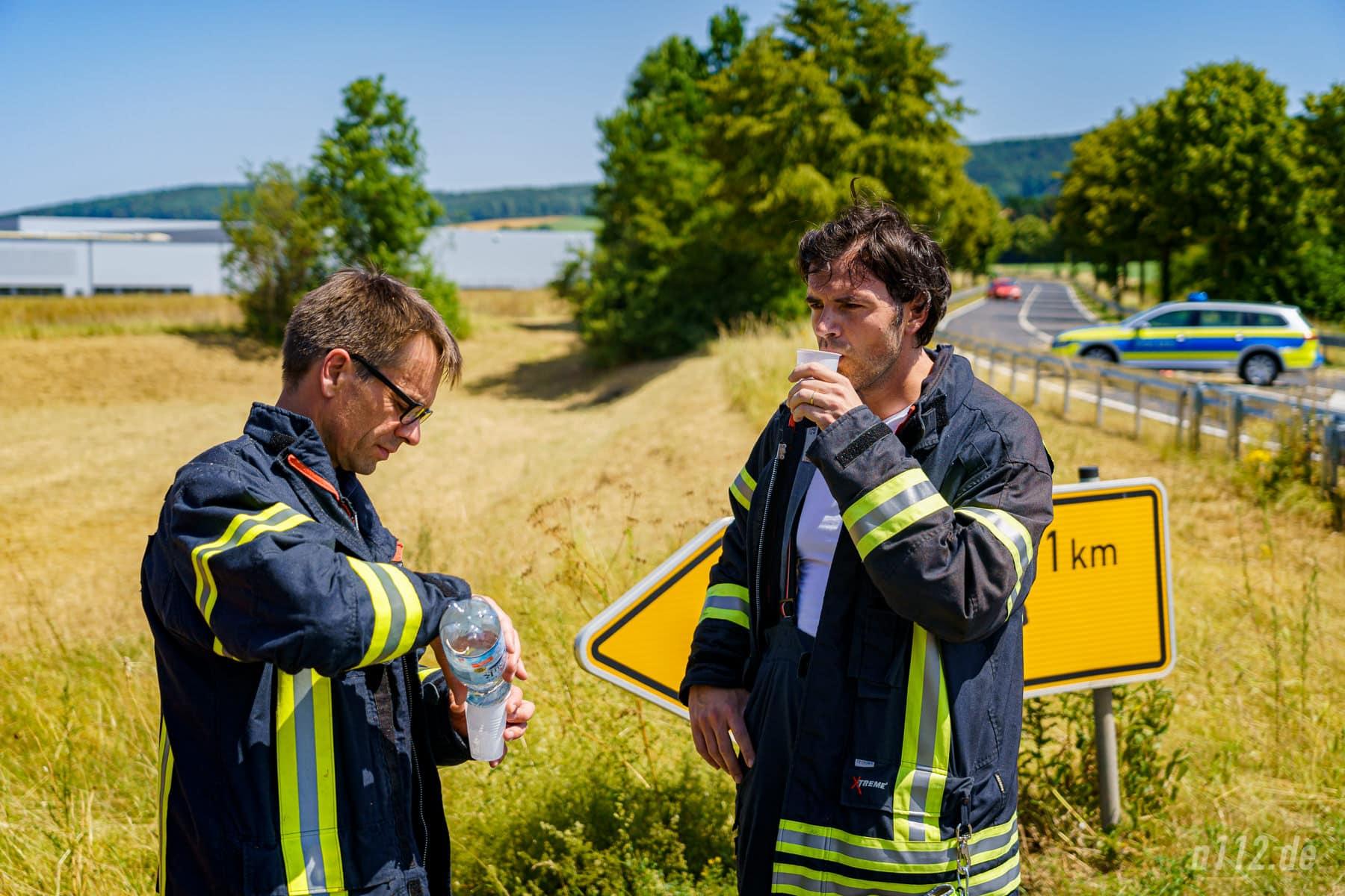 ...trinken, trinken, trinken! Bei Temperaturen um 36 Grad setzte den Helfern auch die Hitze zu (Foto: n112.de/Stefan Simonsen)