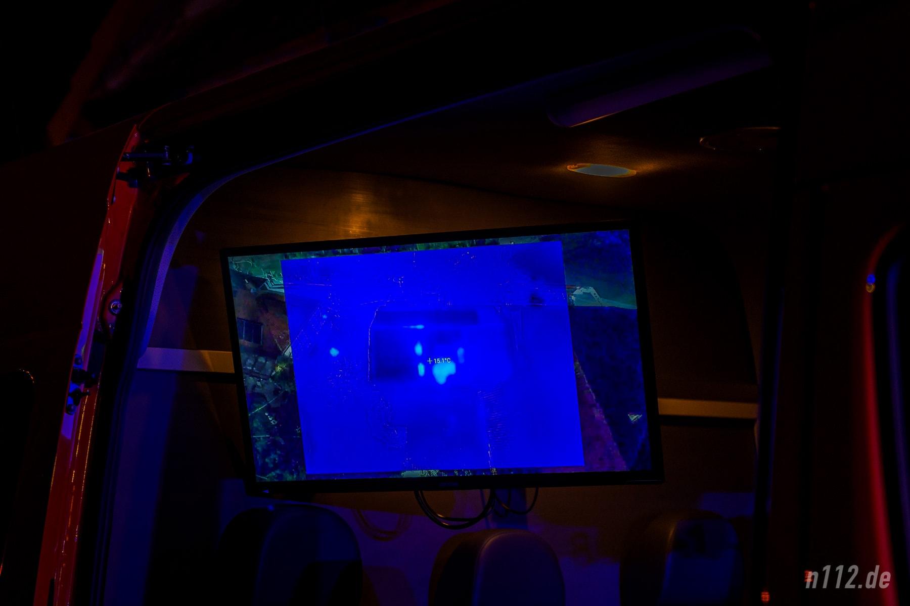 Heiße Zonen: Auf der Wärmebildkamera der Drohne sind die Temperaturunterschiede deutlich zu sehen! (Foto: n112.de/Stefan Simonsen)