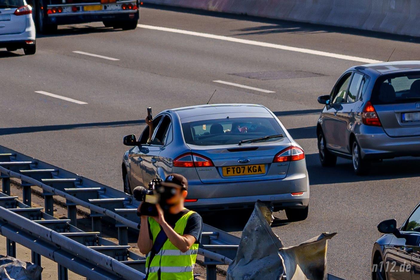 Besonders dreist, aber keine Seltenheit: Den Verkehr ausbremsen und aus dem offenen Fenster filmen (Foto: n112.de/Stefan Simonsen)