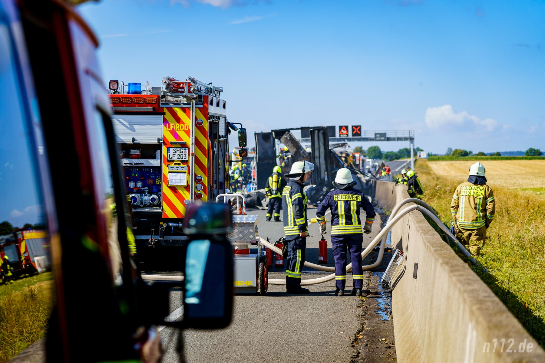 Großaufgebot an der Autobahn 2 (Foto: n112.de/Stefan Simonsen)