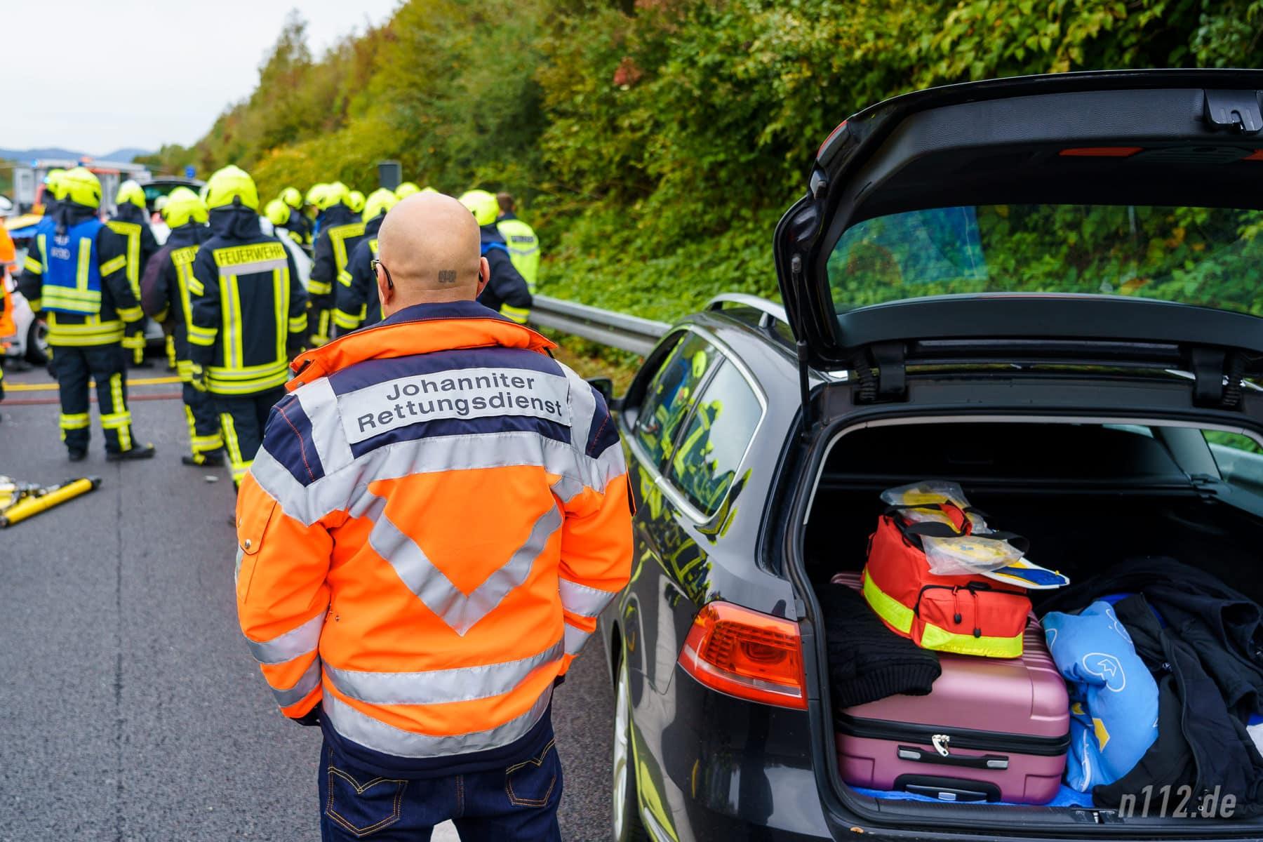 Privat gekaufte Notfalltasche im Kofferraum: Der Rettungsassistent aus Braunschweig konnte adäquat helfen (Foto: n112.de/Stefan Simonsen)
