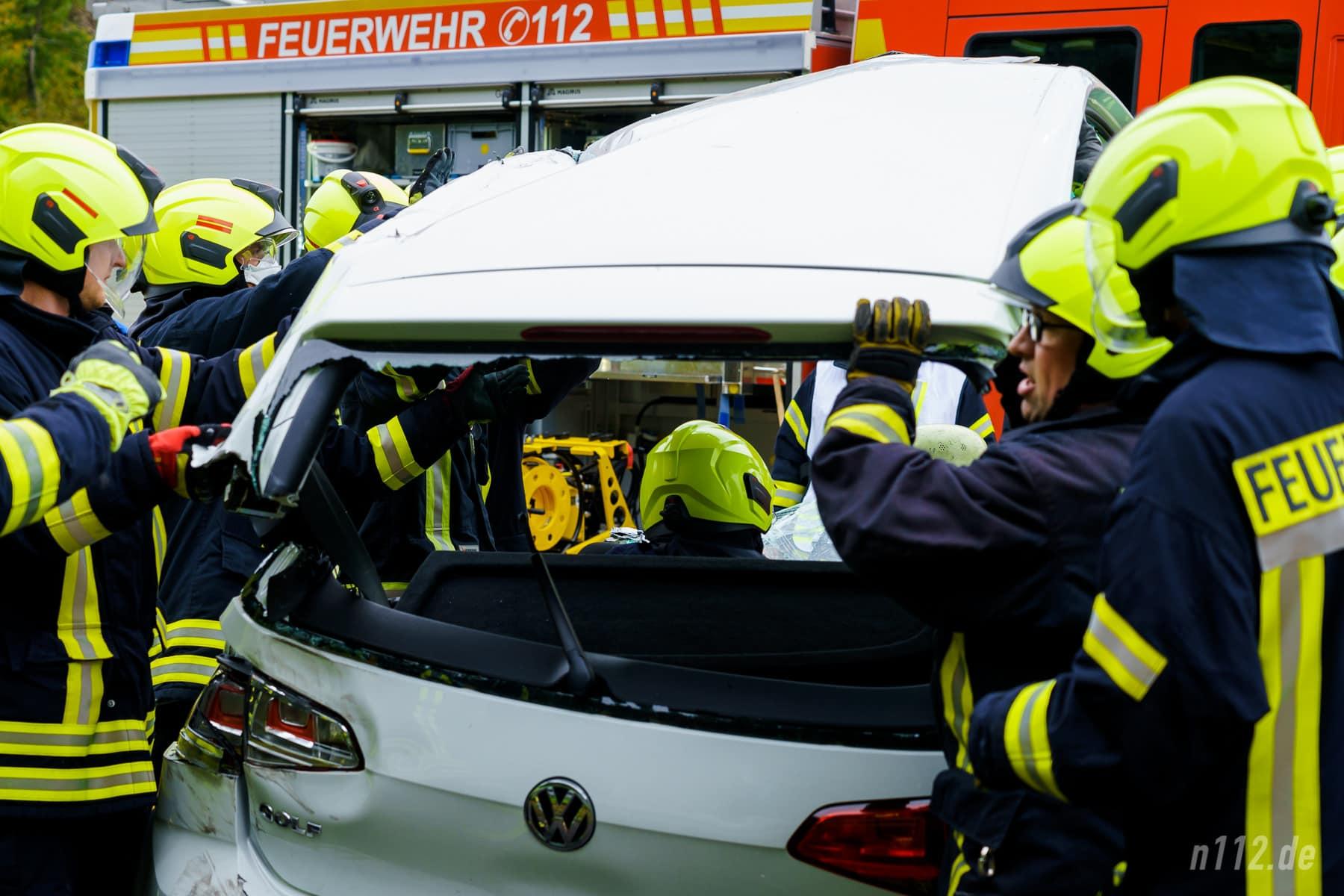 Während der Rettungsarbeiten nah beim Patienten (Foto: n112.de/Stefan Simonsen)