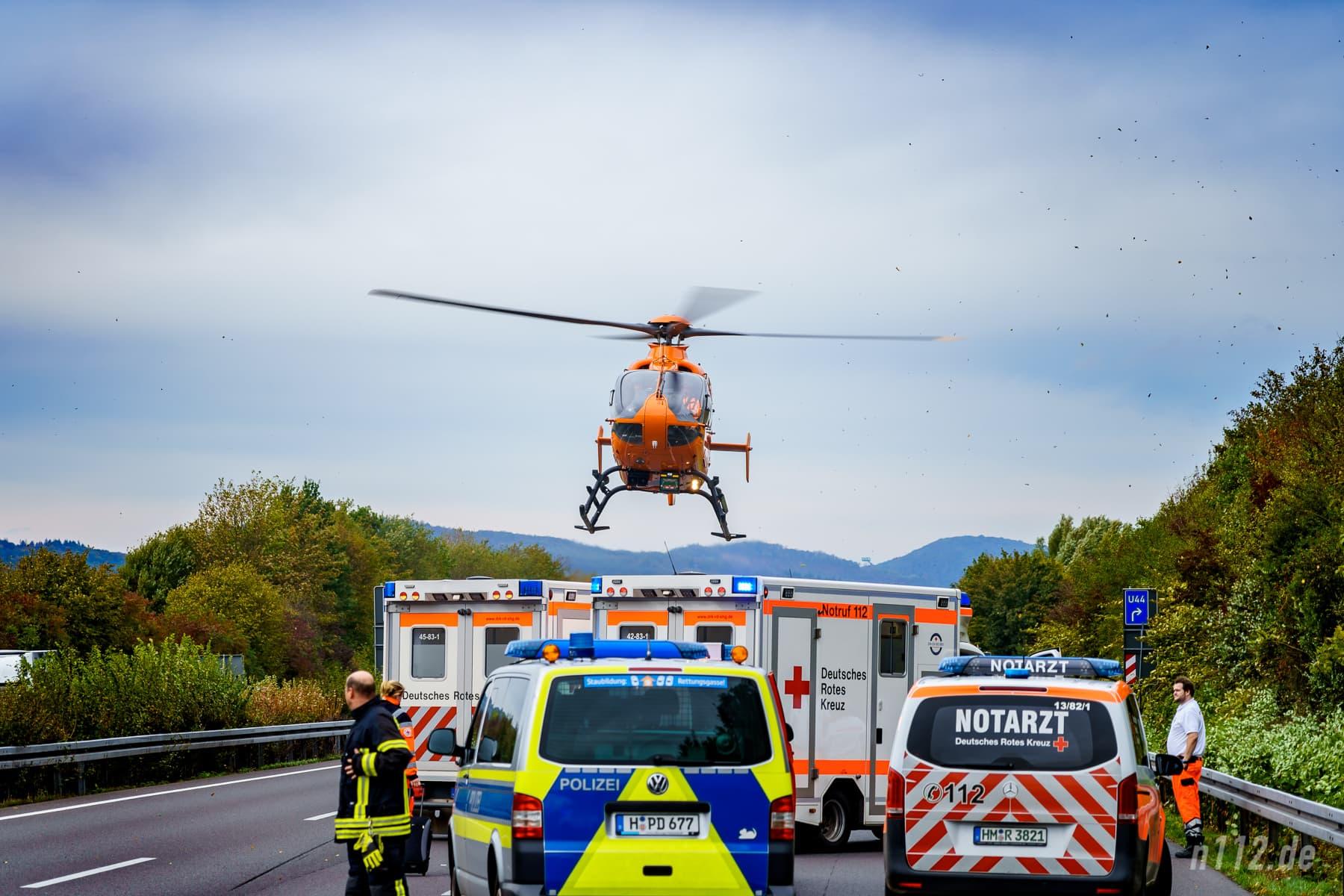 Rettungshubschrauber Christoph 4 startet mit dem Verletzten (Foto: n112.de/Stefan Simonsen)