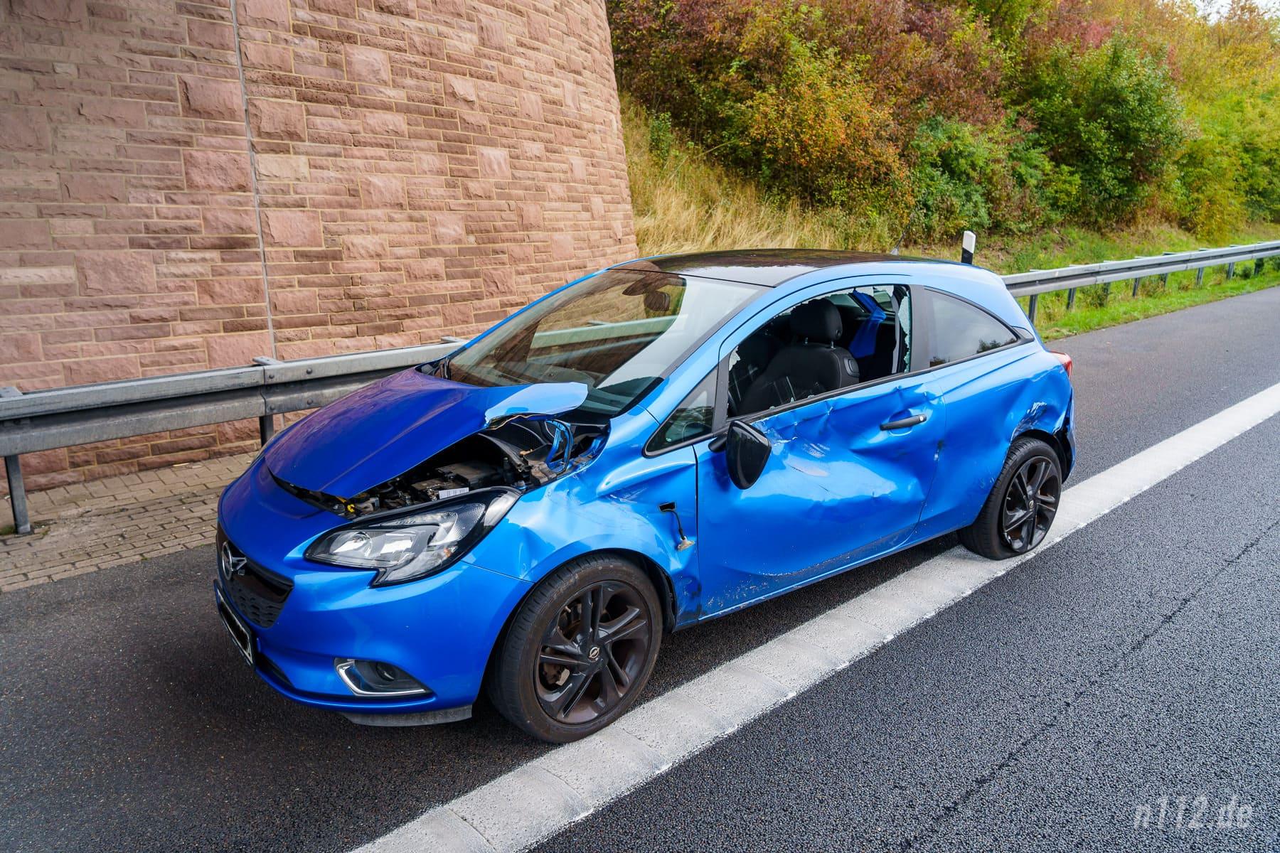 Der 27-jährige Beifahrer wurde leicht verletzt, die 24-jährige Fahrerin des Opel blieb unversehrt (Foto: n112.de/Stefan Simonsen)