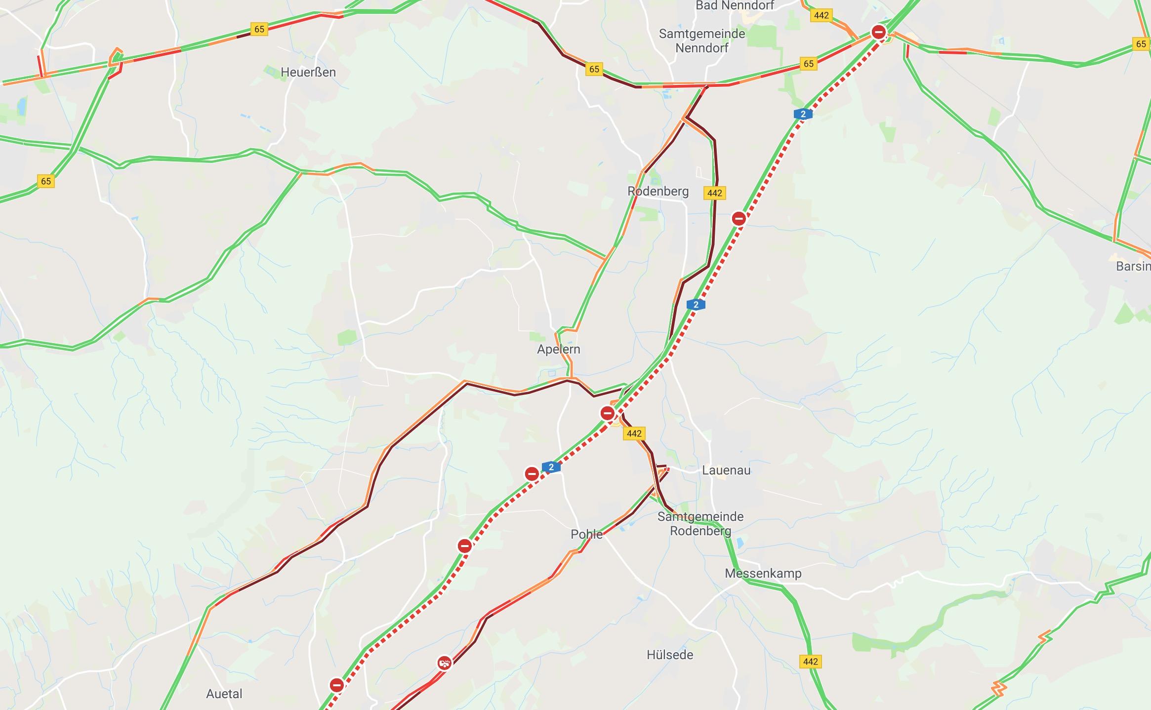 Screenshot des Verkehrschaos' rund um die Unfallstelle, aufgenommen gegen 14.20 Uhr