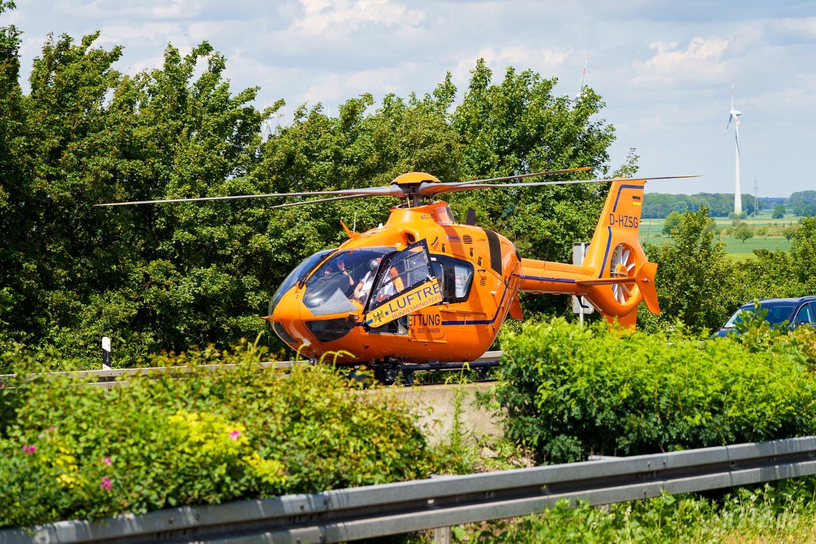 Rettungshubschrauber Christoph 4 an der Einsatzstelle auf der A2 (Foto: n112.de/Stefan Simonsen)