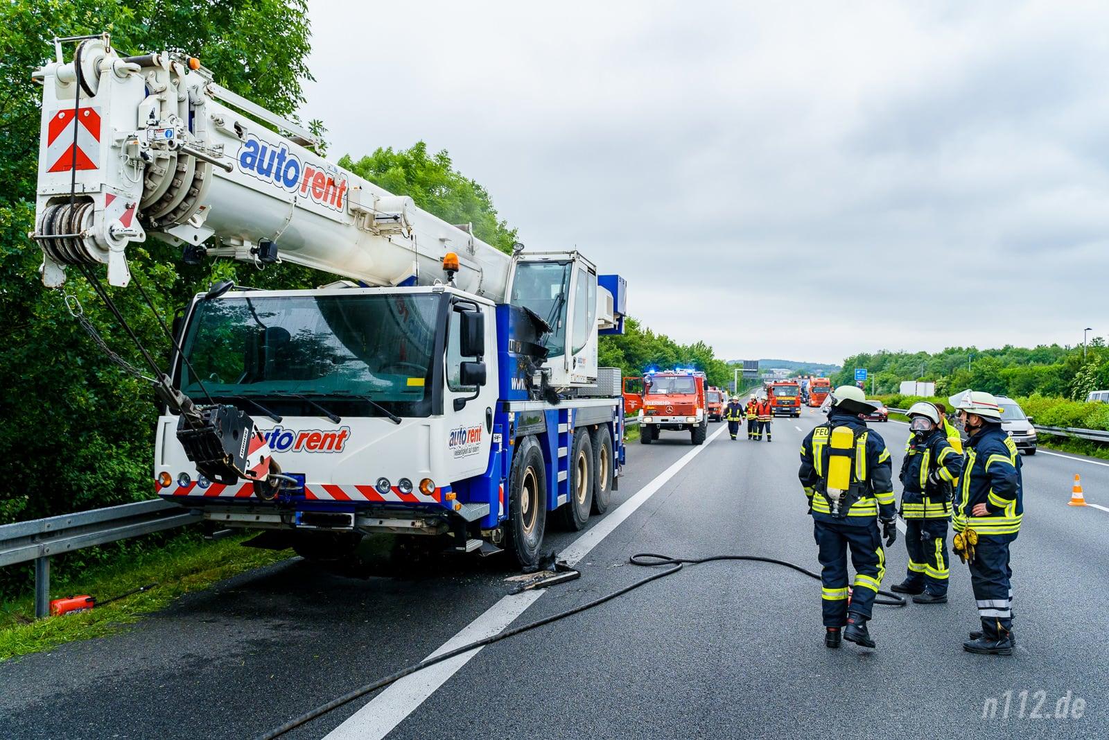Der Kran kam auf dem Standstreifen zum Stehen (Foto: n112.de/Stefan Simonsen)