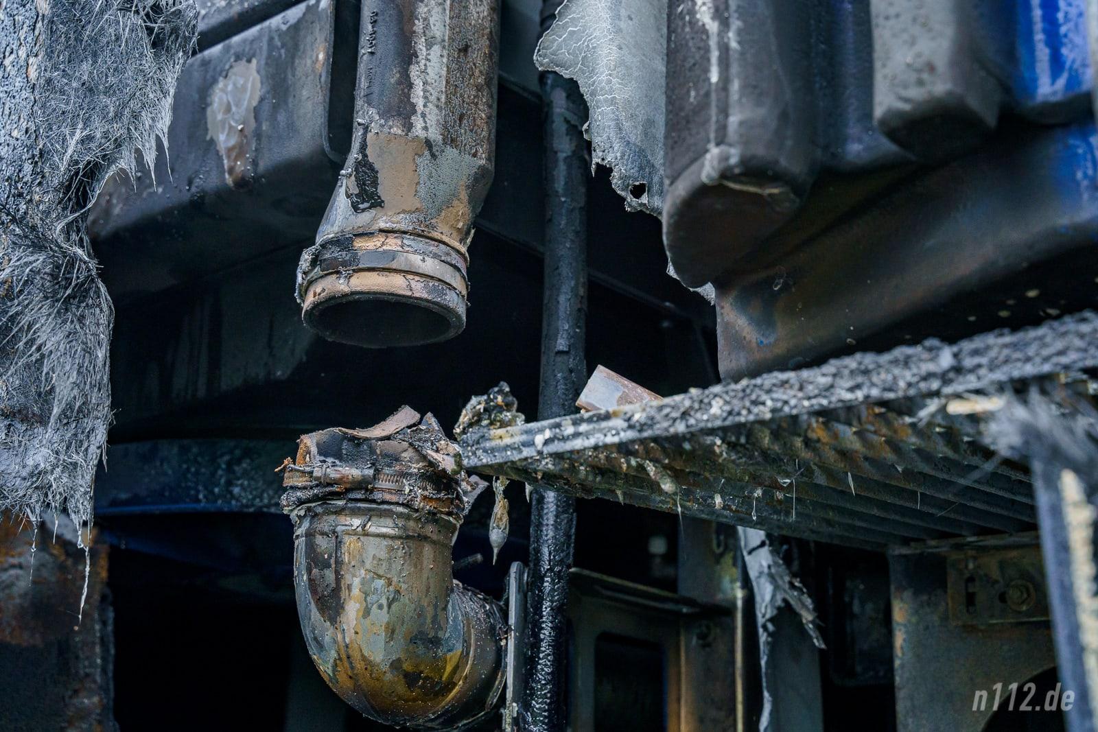 Vermutlich in der Verbindung zum Turbolader war der Brand ausgebrochen (Foto: n112.de/Stefan Simonsen)