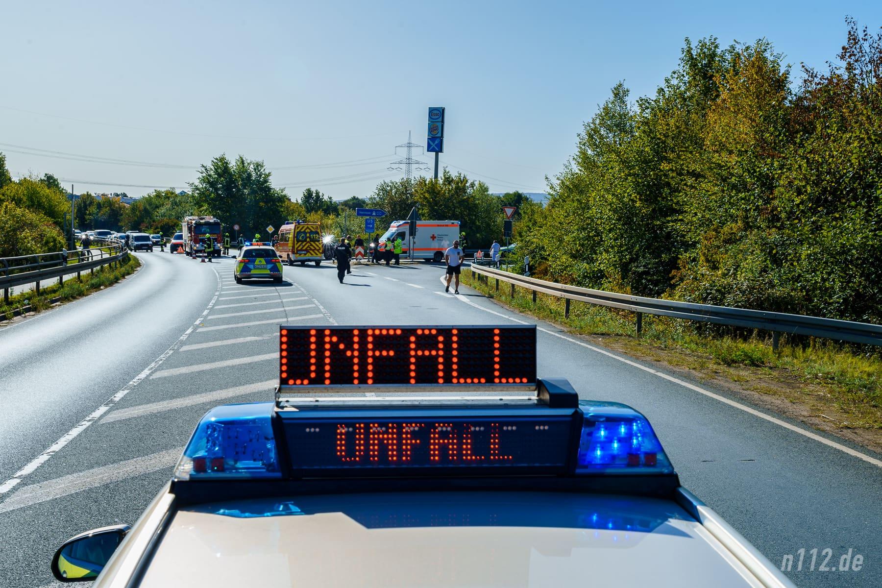 Inzwischen ein gewohntes Bild: Unfallstelle auf der B442 an der Auffahrt zur A2 (Foto: n112.de/Stefan Simonsen)