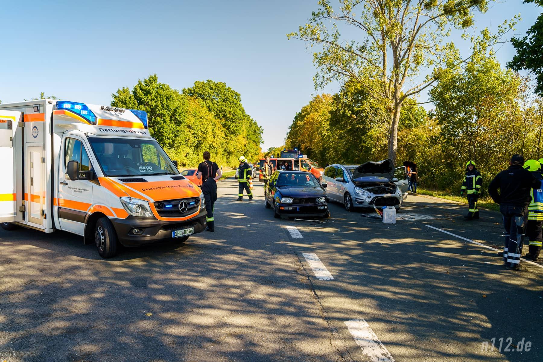 Der Rettungswagen aus Stadthagen ist an der Unfallstelle eingetroffen (Foto: n112.de/Stefan Simonsen)