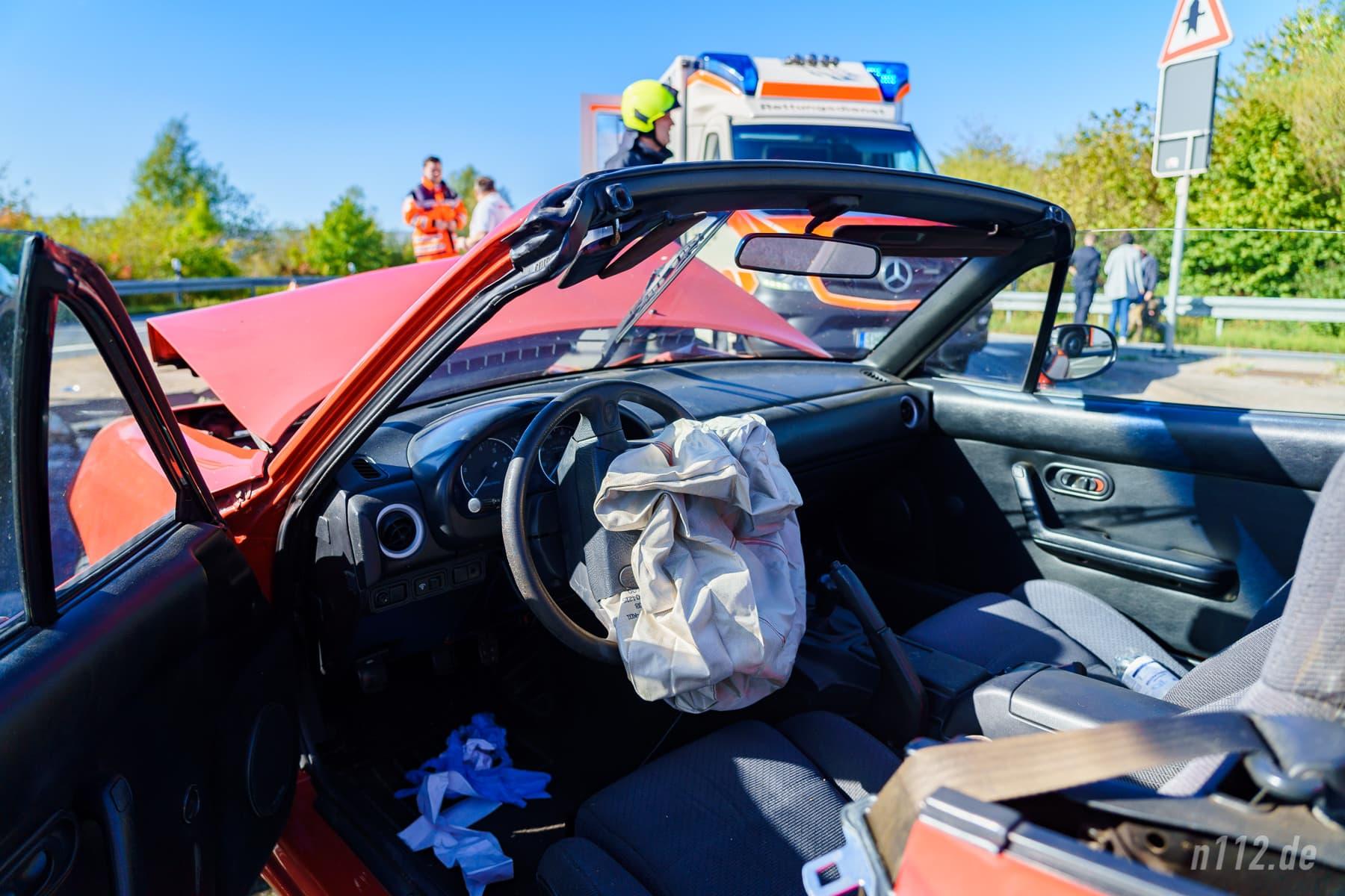 Der 65-jährige Fahrer schlug mit dem Kopf gegen den Rahmen und erlitt schwere Rückenverletzungen (Foto: n112.de/Stefan Simonsen)