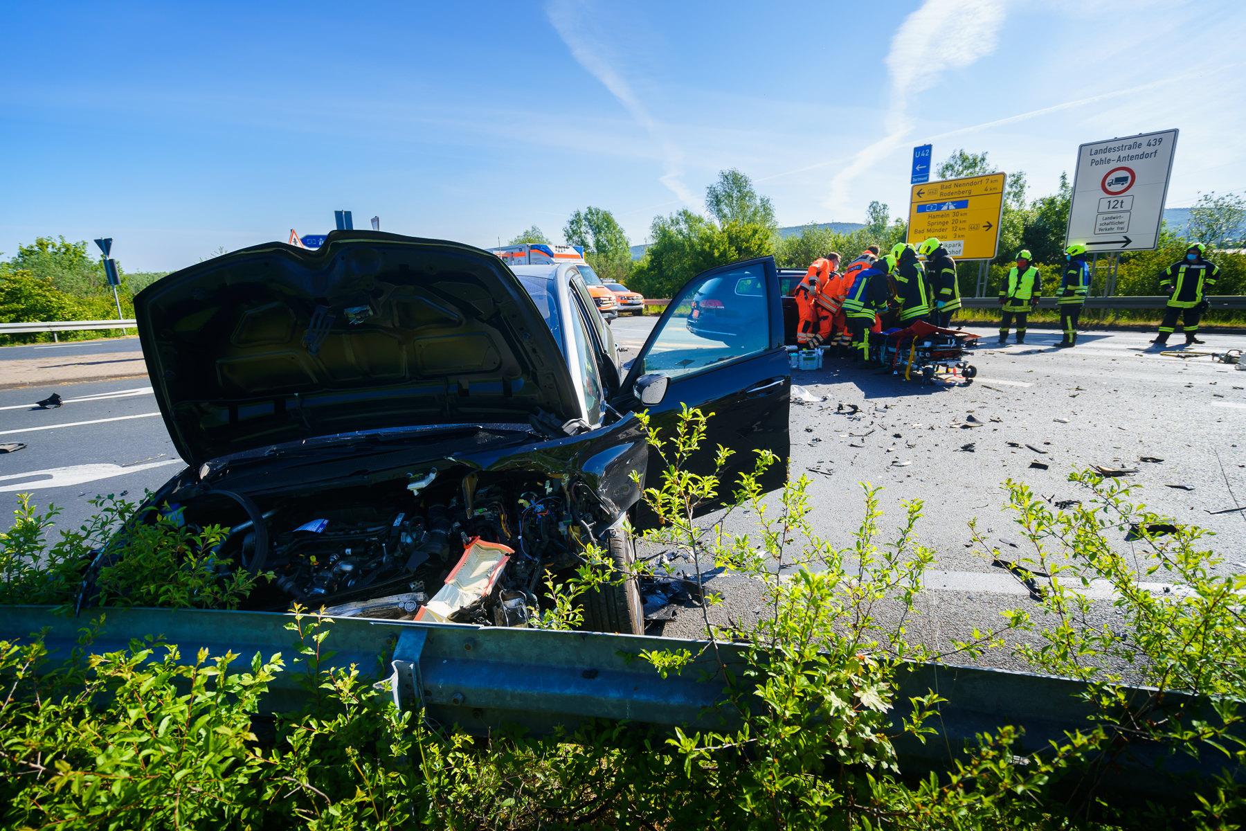 Die 77-jährige Fahrerin des Citroen (vorne) wurde ebenfalls schwer verletzt