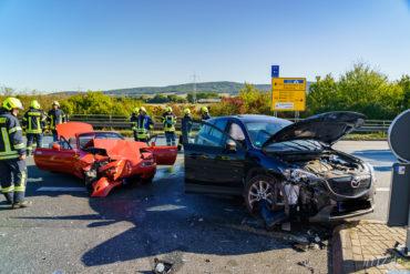 Heftiger Frontallunfall an der Abfahrt Lauenau: Ein Cabrio-Fahrer wurde dabei schwer verletzt (Foto: n112.de/Stefan Simonsen)