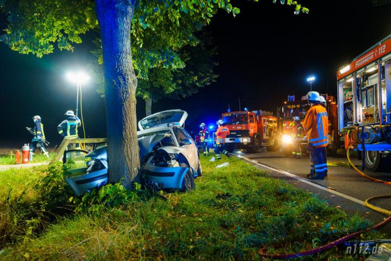 In diesem Auto starben am Sonntagmorgen zwei Menschen, zwei weitere wurden schwer verletzt.